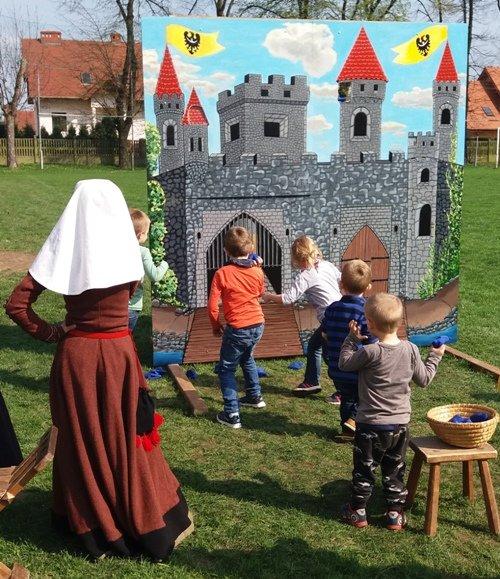 Atrakcje dziecięce na Jarmarku Jadwiżańskim w Centrum Kultury ZAMEK