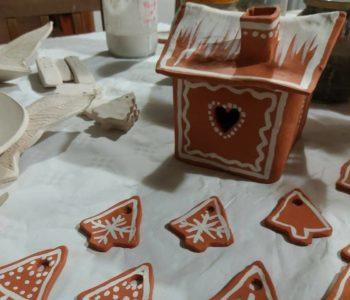 Rodzinne warsztaty mikołajkowe z ceramiki