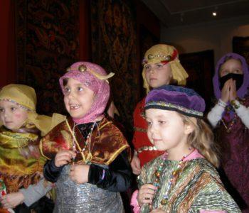 Orientalny szyk – w świecie barwnych tkanin i ubiorów. Warsztaty dla rodzin