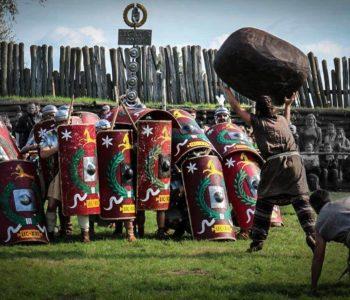 Kucie Orła Białego i rzymscy legioniści w Kuźni Wodnej w Oliwie - atrakcje w Trójmieście