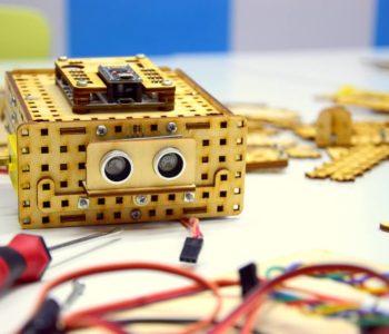 Klocki – LOFI Robot w Baby English Center