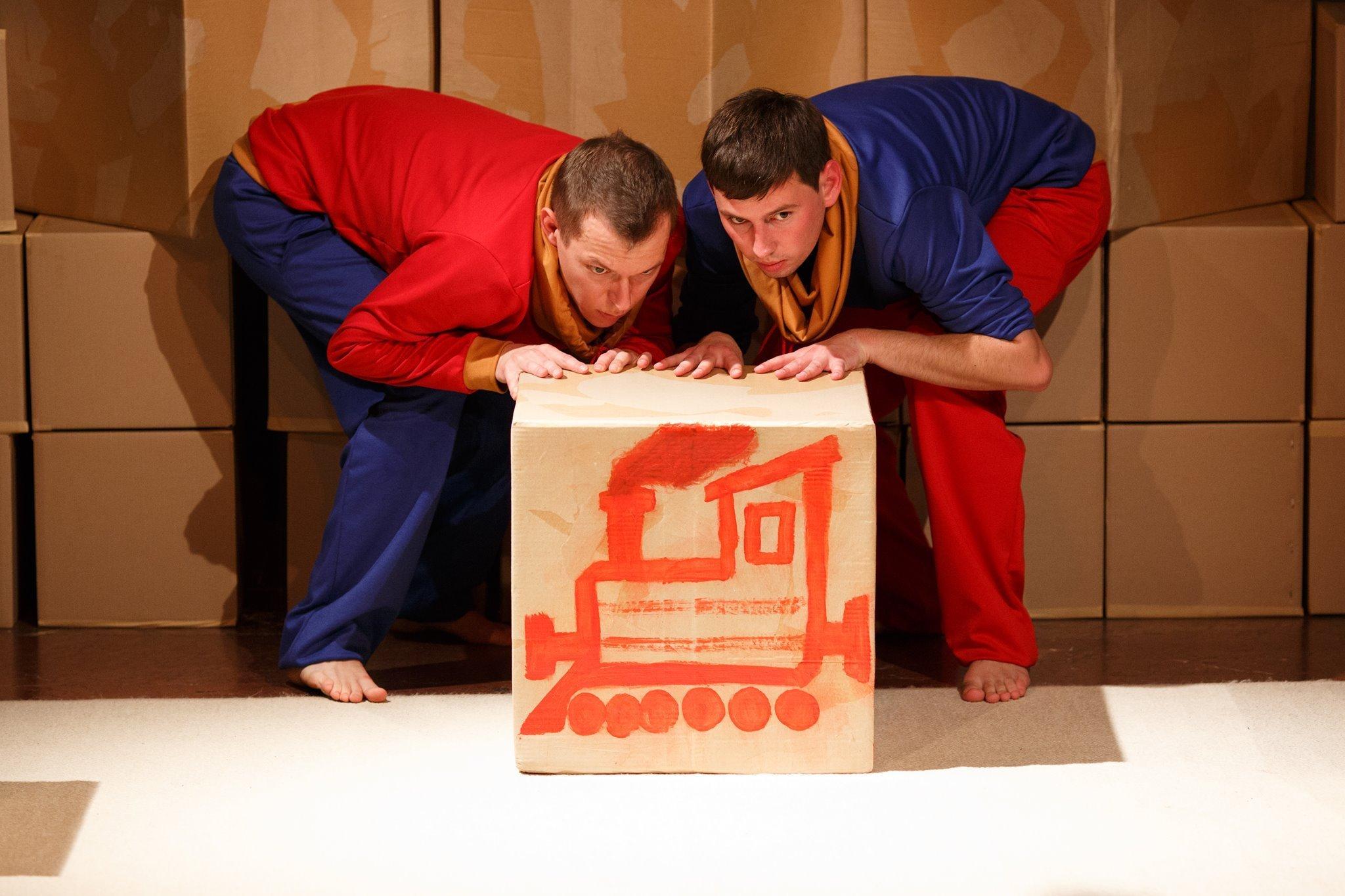 Spektakl Stół - ciuchcia - miś. Teatr Atofri dla dzieci i rodziców