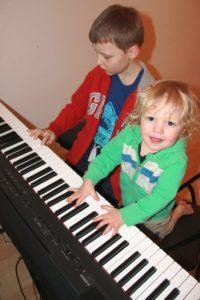 Nauka gry na instrumentach. Dojeżdżamy do domu ucznia