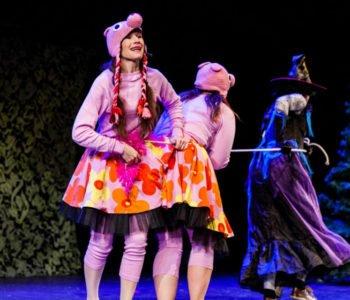 Świnki 3, Królewna Śnieżka, Kot w butach i Pinokio na scenie MCK PGE Gigantów Mocy. Bełchatów
