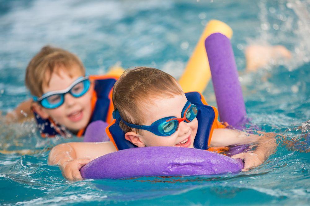 Fregata nauka plywania dzieci