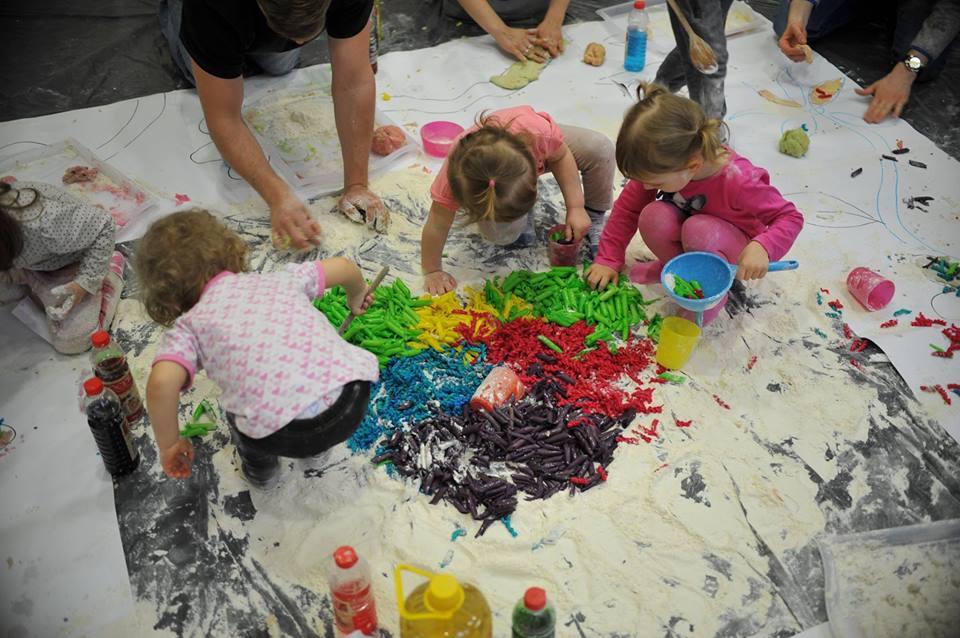 Śpiewajki turlajki mazajki - zajęcia muzyczno-sensoryczne w Baby Club Cafe