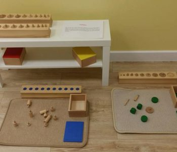 Zajęcia z materiałem Montessori, żłobek