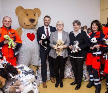 Świetny wynik zbiórki w IKEA Kraków. Do karetek trafiło 4000 pluszaków!