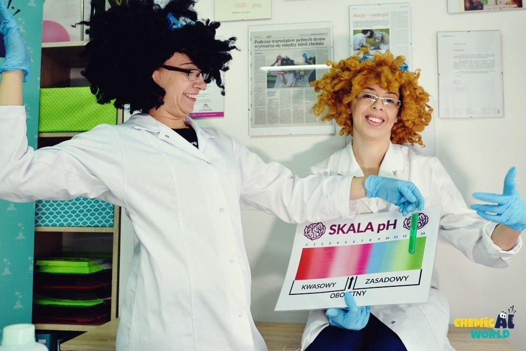 Warsztaty chemiczne w laboratorium dla dzieci - Kolorowy chemiczny świat