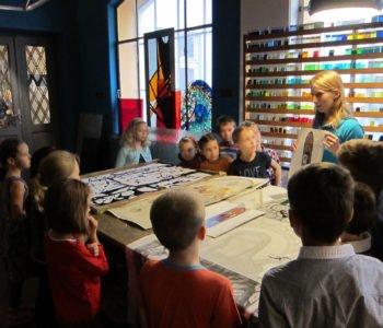 Warsztaty dla dzieci w Muzeum Witrażu.  Zakładki do książek