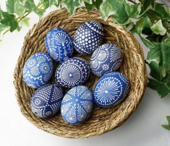 Przedwielkanocne dekorowanie jajek