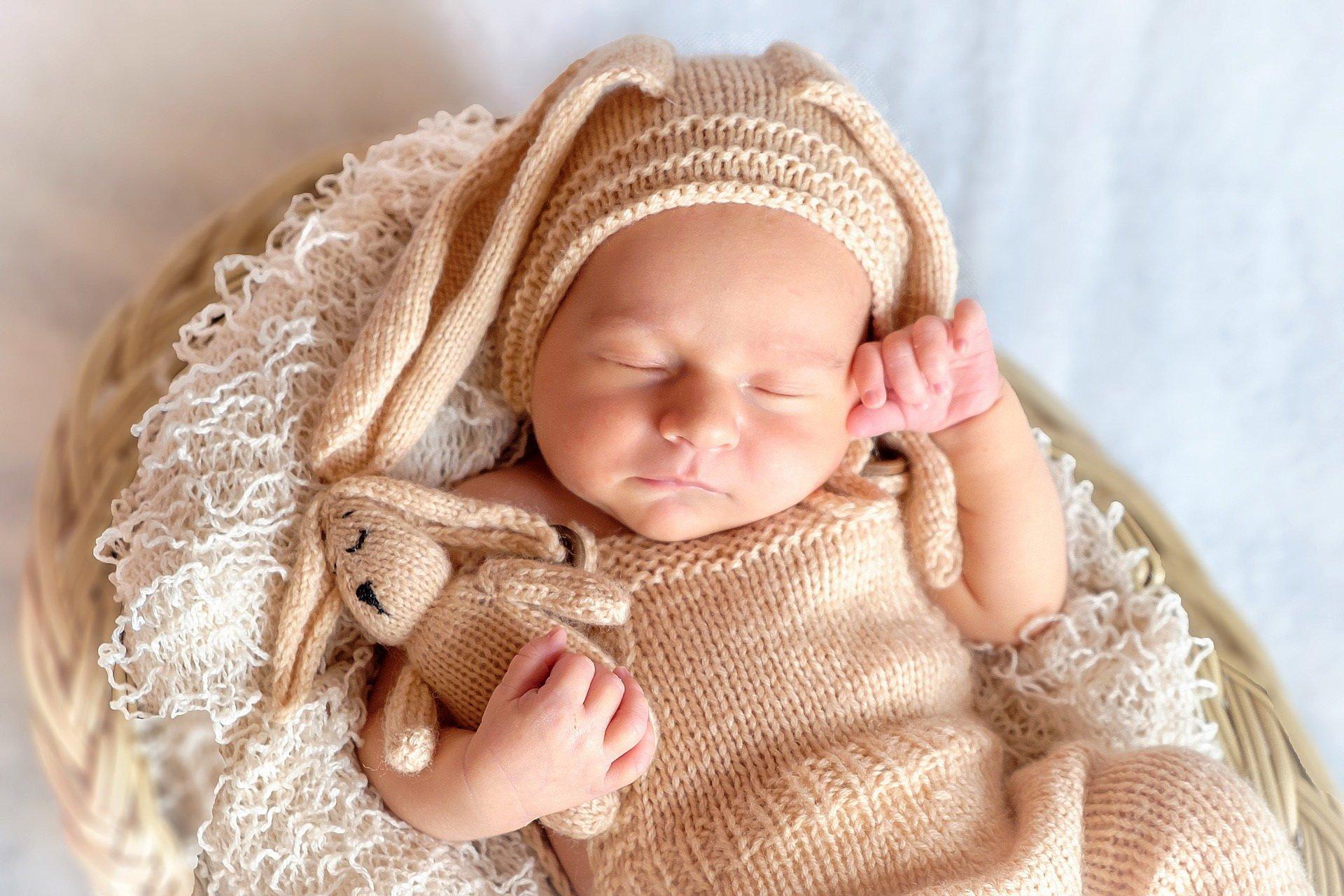 Śni maluszek kolorowo, wierszyk na dobranoc dla dzieci