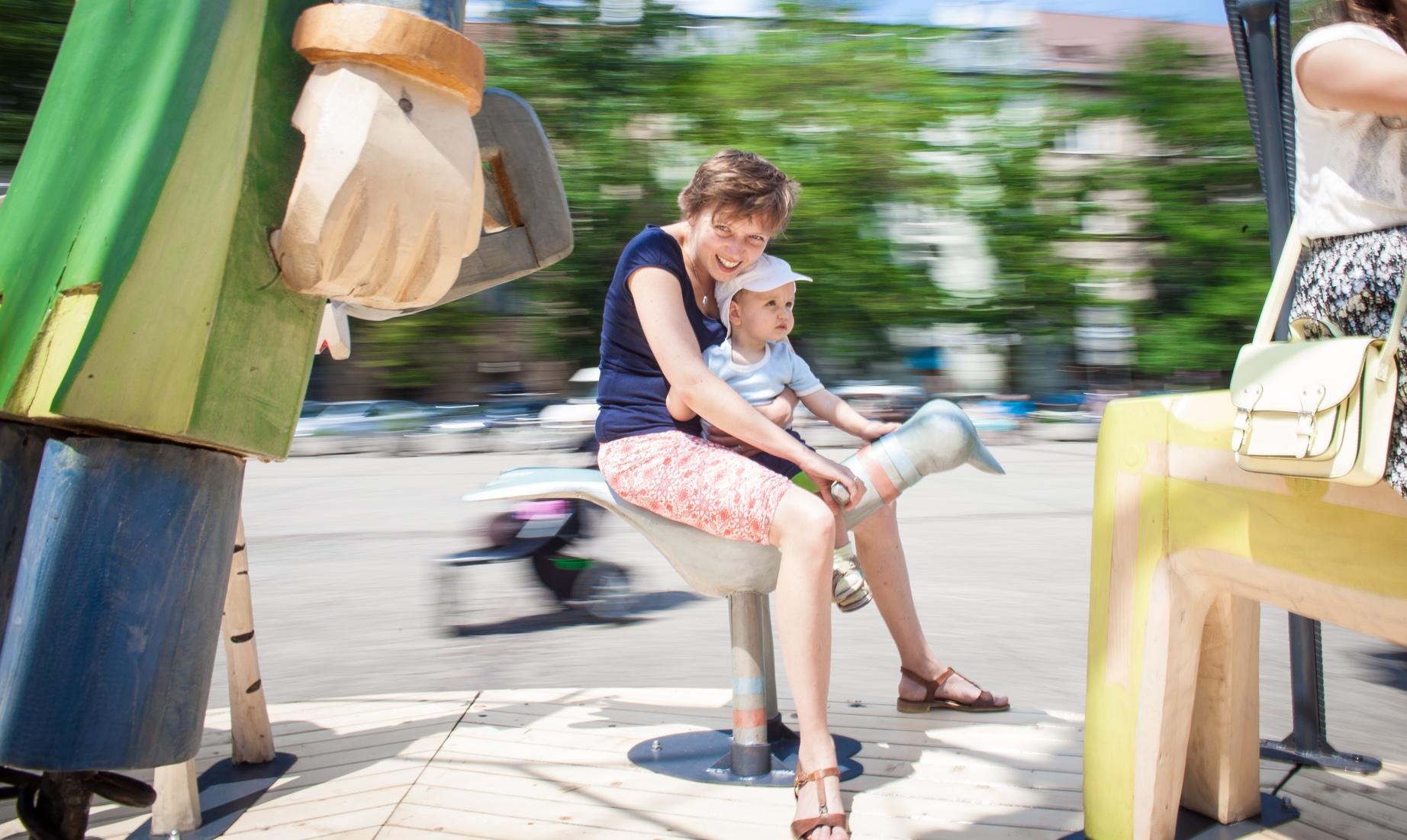 Jak wyglądałby świat gdyby rządziły nim zasady wymyślone przez dzieci? Jakie słowa dodają dzieciom skrzydeł? Co w naszej rzeczywistości chciałyby zmienić? W sobotę, 2 czerwca zapraszamy na plenerowy Dzień Dziecka na Placu Wolnica.