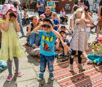 Wytęż wzrok – gra terenowa dla rodzin z okazji Dnia Dziecka
