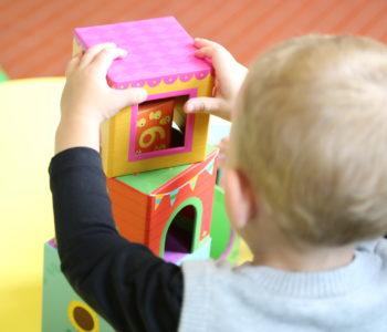 piosenka dla dzieci Kto zbuduje z klocków wieżę, tekst i melodia na Dzień Dziecka