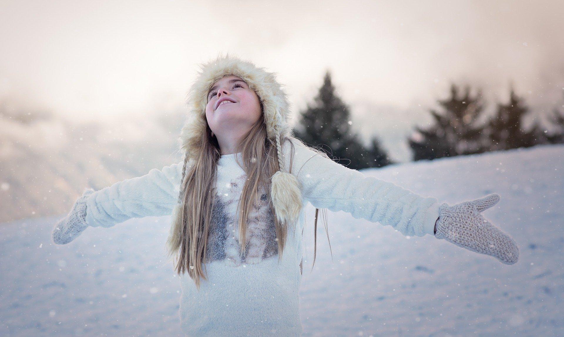 Tupu, tup, po śniegu, zimowa piosenka dla dzieci, tekst i melodia