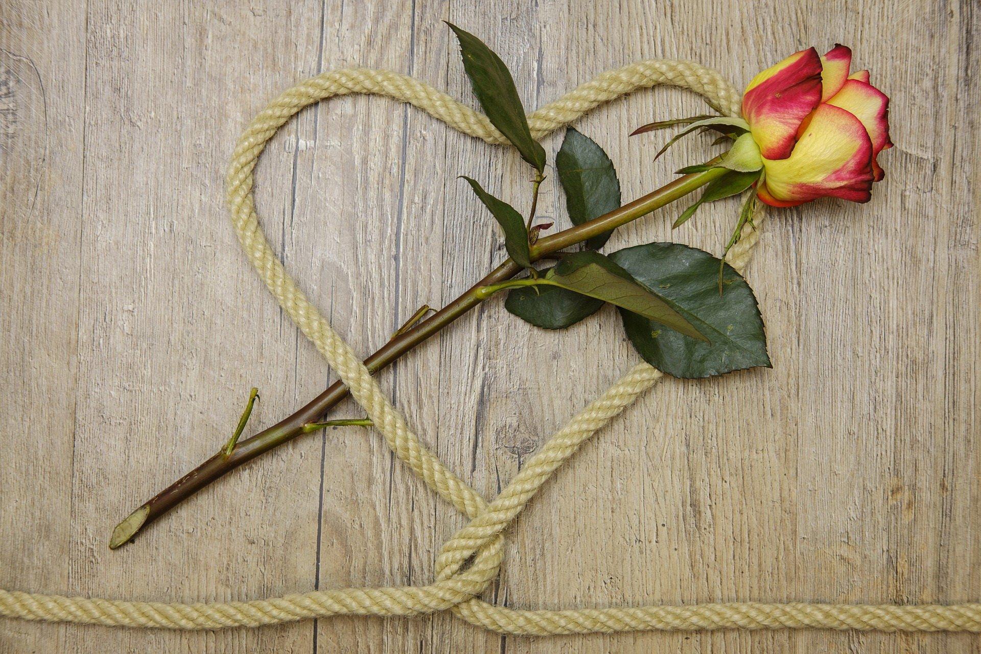 Smutny wierszyk na Walentynki dla dzieci Są łzy co płyną powoli