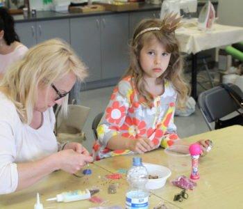 """Sztuka rodzinna"""" - artystyczne warsztaty dla matek z dziećmi"""