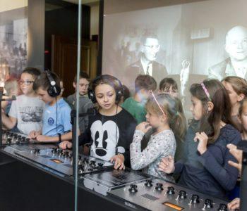Świat dzieciństwa sprzed lat – wakacyjne zajęcia dla dzieci w Muzeum Pana Tadeusza