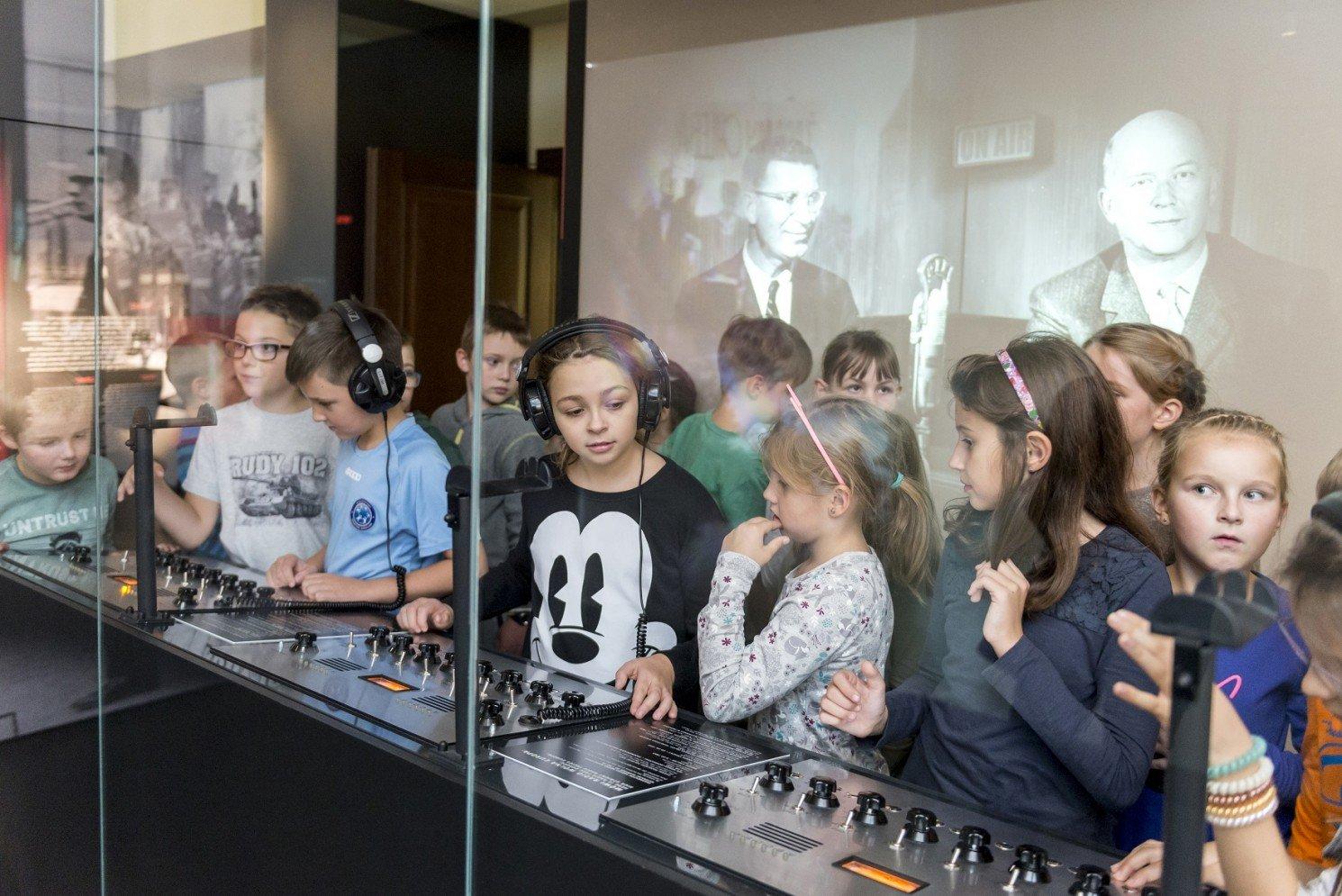 Świat dzieciństwa sprzed lat - wakacyjne zajęcia dla dzieci w Muzeum Pana Tadeusza