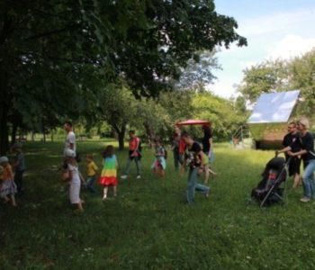 Piknik na Bródnie, spacer z przewodnikiem i warsztaty