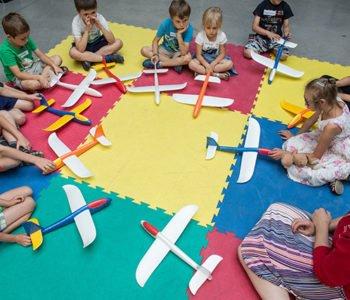 Warsztaty Familijne: Dlaczego samolot nie macha skrzydłami?