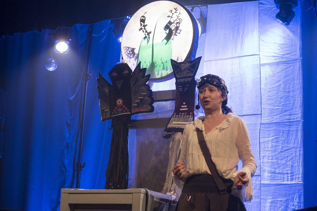 Arkady Dzieciom z Wędrownym Teatrem Lalek Małe Mi: Księżycowe opowieści