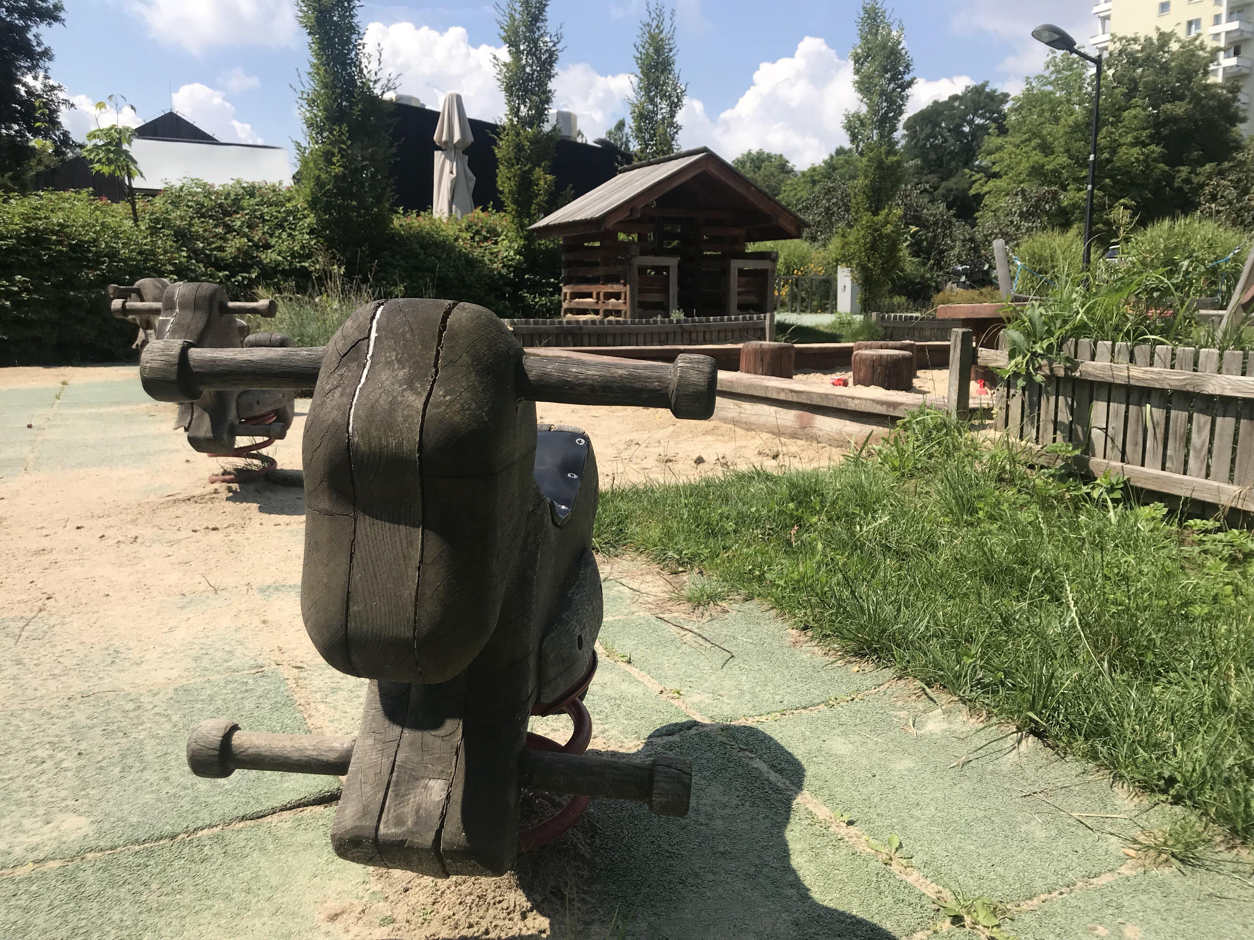 plac zabaw przy służewskim domu kultury