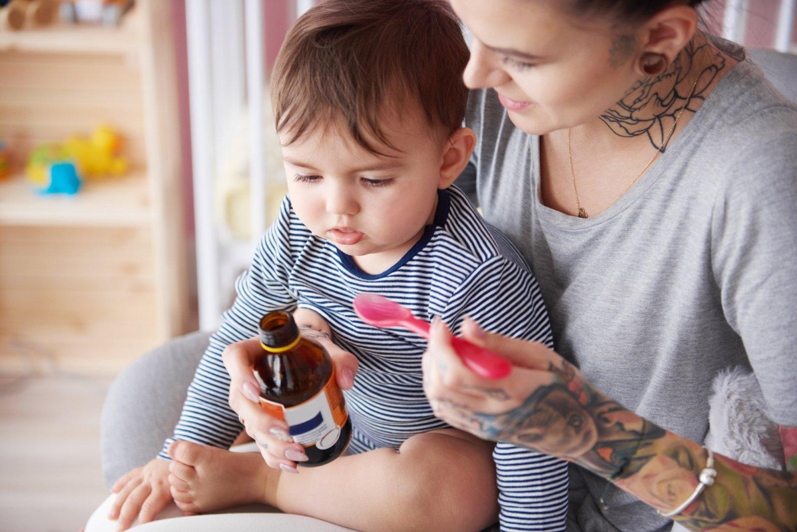 Kaszel u dziecka – jak skutecznie radzić sobie z męczącymi dolegliwościami?