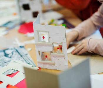 Pokład: Sensoryczny pamiętnik z wakacji – warsztaty dla dzieci