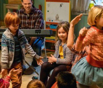 Filmowe spotkania dla dzieci – Mała Kika. Kacper i Emma w teatrze