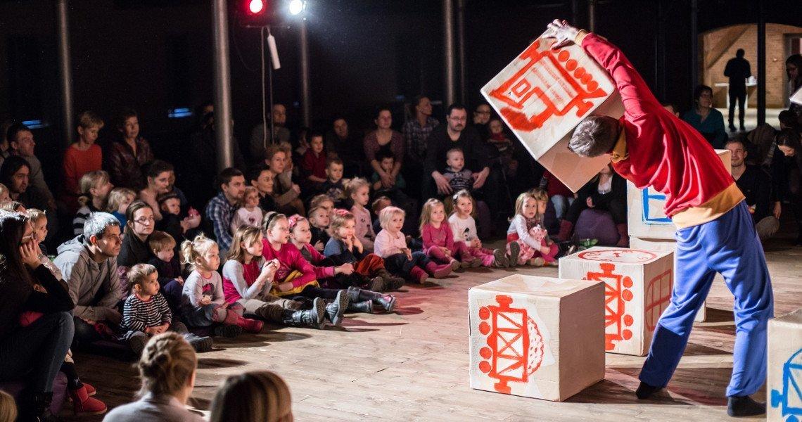 Spektakl: Stół - ciuchcia - miś