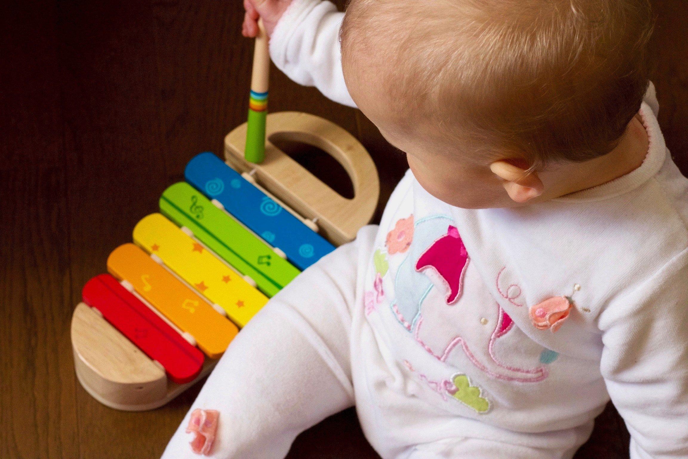 Zabawki wpierające rozwój dzieci w wieku 0 – 3 lata