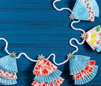 Śliczna ozdoba-łańcuch z choinkami