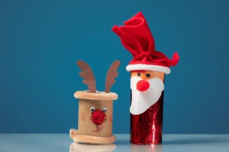 Mikołaj renifer z rolek po papierze świąteczne zabawy plastyczne dla dzieci