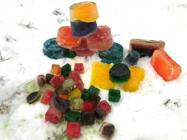 klocki z kolorowego lodu