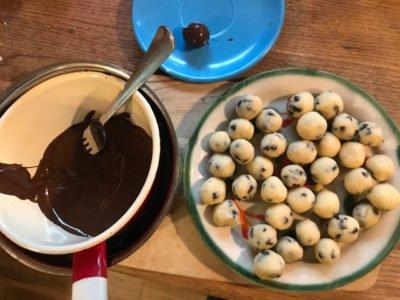 robimy czekoladowe trufle z cookie dough