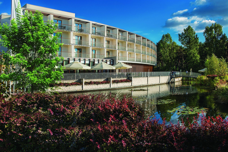 nowe inwestycje i bilet rodzinny na rekreację w Holiday Inn Józefów