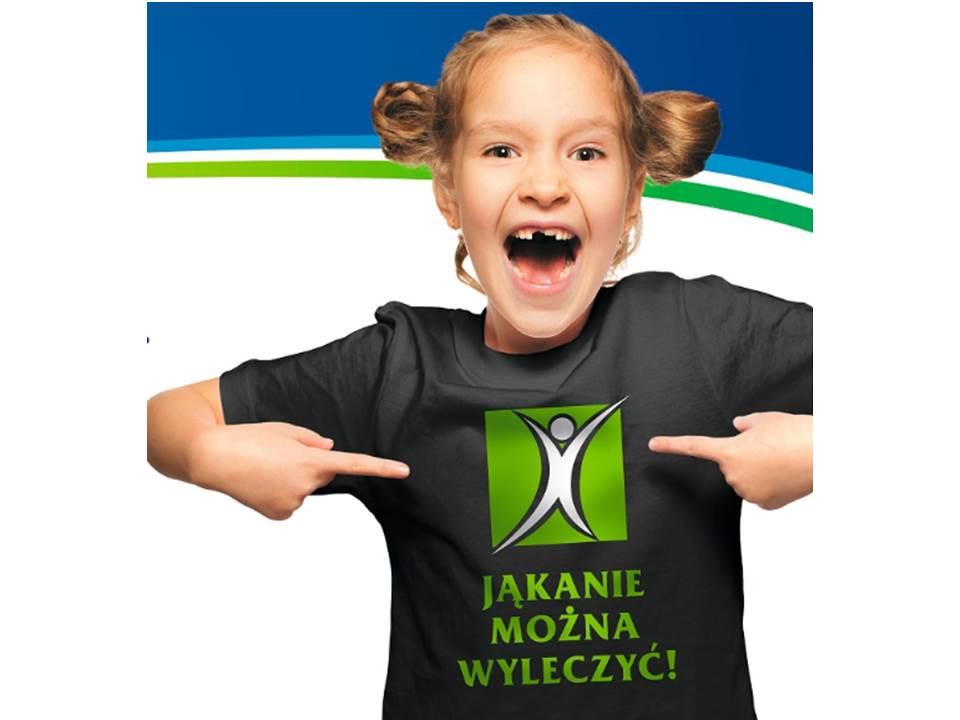 Dziewczynka w koszulce z napisem Jąknaie można wyleczyć