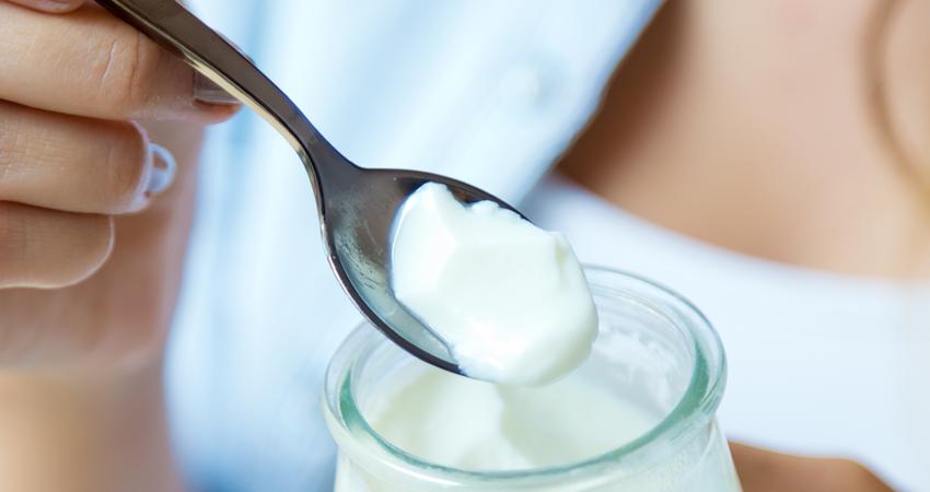 łyżeczka z jogurtem