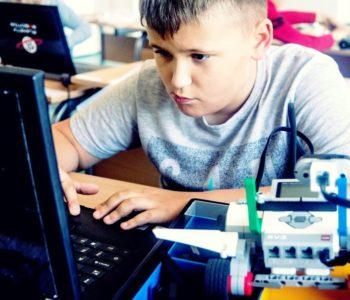 Edukacyjne warsztaty z programowania i robotyki