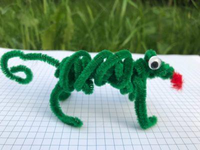 kameleon lub jaszczurka z drucików kreatywnych