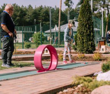 Nowy obiekt sportowy pod Warszawą – Minigolf Holiday Inn Józefów
