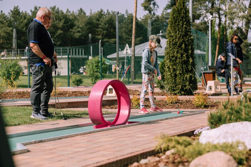 Nowy obiekt sportowy pod Warszawą - Minigolf Holiday Inn Józefów
