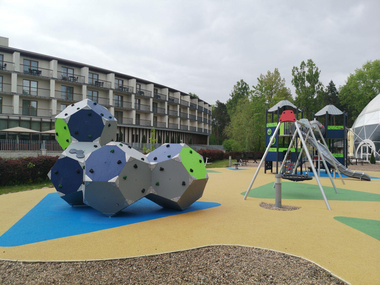 Nowy Plac Zabaw dla Dzieci w Holiday Inn Warszawa-Józefów