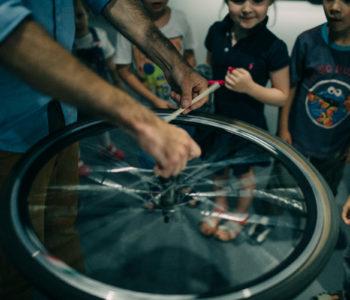Wakacyjny cykl warsztatów rodzinnych w Cricotece