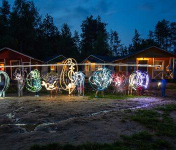 Malowanie światłem – zabawa na wakacyjne wieczory