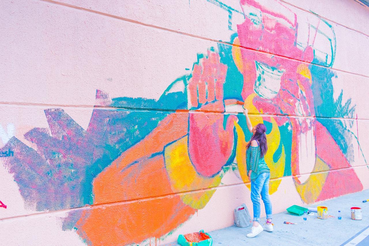 Mural - folkowe podróże malowane na murze. Sosnowiec