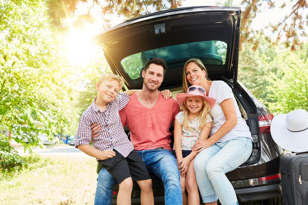 Wypożyczasz samochód podczas wakacji z dzieckiem? Zobacz, o czym pamiętać przed podpisaniem umowy.