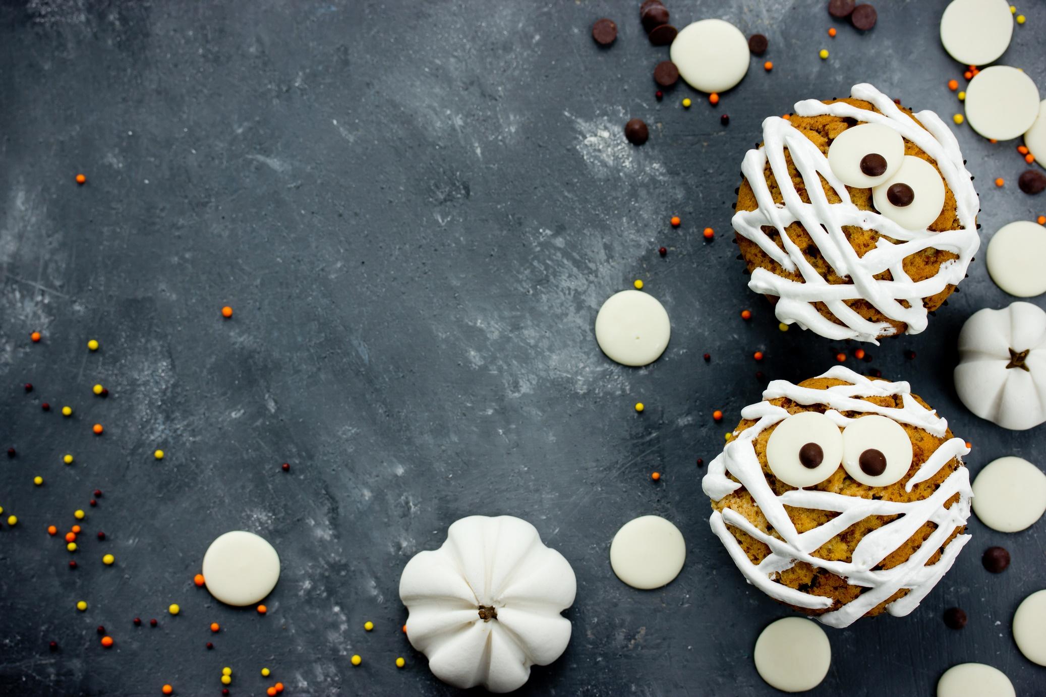 Halloween cupcakes as a mummies